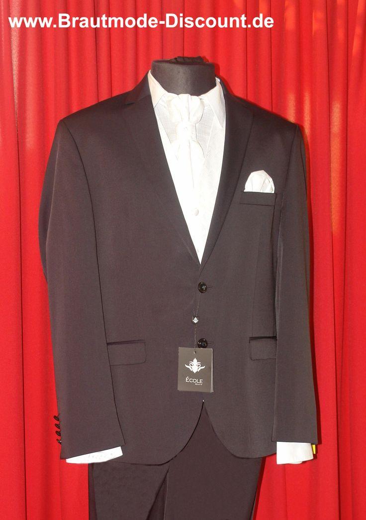 Es sind viele wunderschöne neue Marken-Anzüge eingetroffen. Egal ob für den Bräutigam, den Trauzeugen oder für die männliche Hochzeitsgesellschaft - es lohnt sich auf jeden Fall vorbei zu kommen!