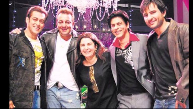 #9YearsOfOmShantiOm: As Farah Khan's  #OmShantiOm starring Shah Rukh Khan and Deepika Padukone's coming 9 years today here's looking at some unseen behind-the-scene pictures from the sets of the movie!