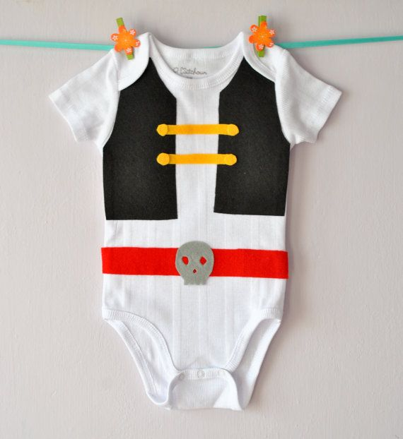 Baby Pirate Costume decorated with black felt vest and red belt with a skull di RainbowBabyLand, €15.00
