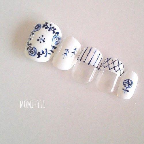 Whit & Blue mani