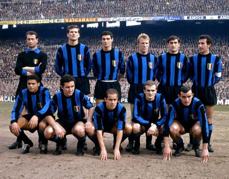 """Inter, 1963: """" Giuliano Sarti, Giacinto Facchetti, Aristide Guarnieri, Carlo Tagnin, Tarciso Burgnich, Armando Picchi; Jair, Bruno Petroni, Luis Suarez, Sandro Mazzola, Mario Corso """""""