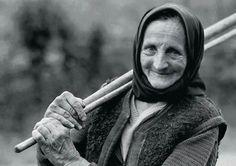 Csak a mosolyát ne feledd anyádnak!Csak a mosolyát ne feledd Anyádnak,Ha rögös útjait járod a világnak.Ha sötét fellegek borítják be életed,Ha...