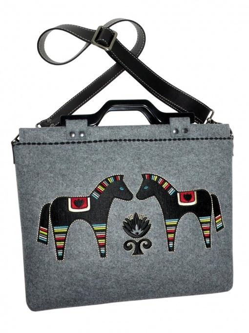 Filcowa torebka z haftem na laptopa 15,6 GODDESS - GOSHICO