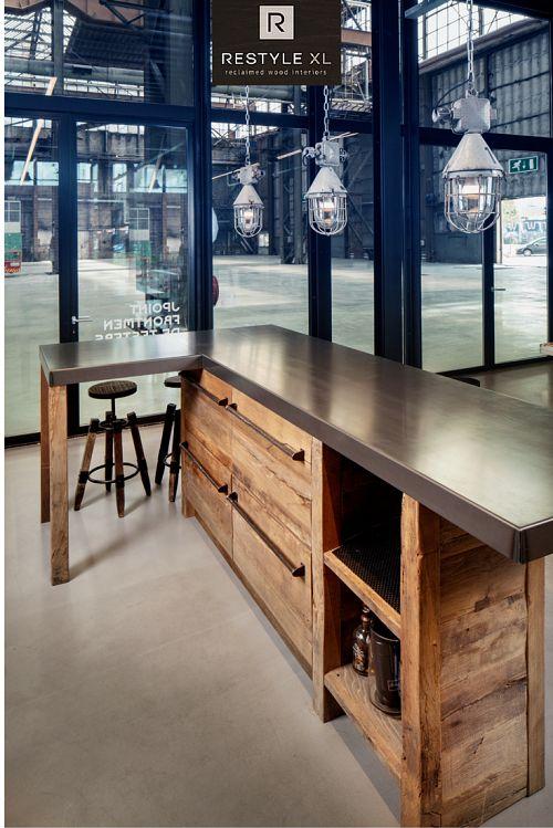 Gave bar gemaakt voor Frontmen. #restylexl #kantoormeubilair #horecameubilair #maatwerk #interieur #oudhout #hout #houten