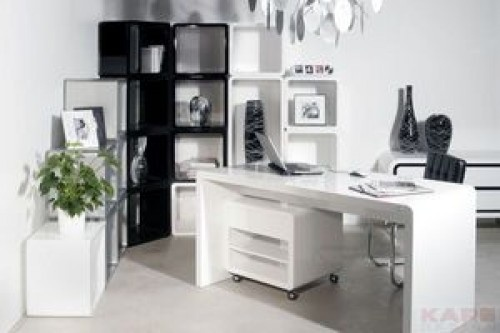 Стол письменный White Club 150x70 см    Элегантный дизайнерский письменный стол в стиле ретро. Стол выдерживает нагрузку до 50 килограмм. Материалы: блестящее лаковое покрытие, многопустотная плита.    Размеры  0,75 x 0,84 x 1,57 м  Вес  30 кг    Артикул: 72108    Рекомендуем посмотреть еще столы:    Стол письменный White Club Snake - http://emarket.ua/objavlenie/stol-pismennyj-white-club-snake-ID1qEWZ.html