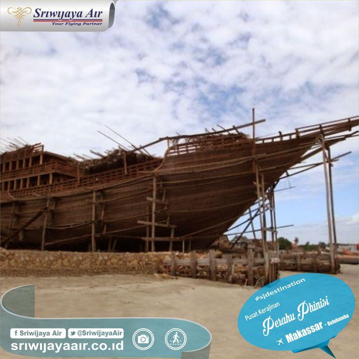 Tentunya sudah tak asing lagi dengan Perahu Phinisi yang sudah terkenal. Di Bulukumba terdapat pusat pembuatan perahu legendaris ini. Dalam setiap tahapan pembuatan perahu ini, diadakan ritual atau upacara adat tersendiri. Terbang bersama kami menuju Makassar dahulu yuk!