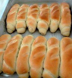 (Foto: espacodasdeliciasculinarias.blogspot.com) Ingredientes: 3 xícaras de trigo +ou menos 2 colheres de sopa r...