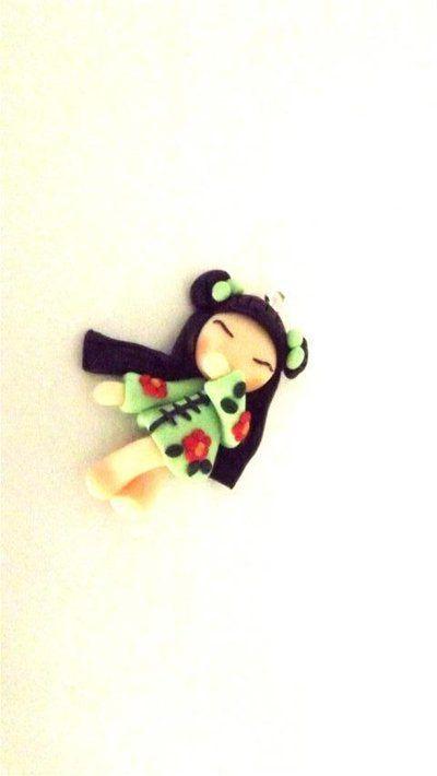 """Dalla serie """" MONDO KOKESHI"""" CIONDOLO CHARMS  bambole giapponesi 4,5 cm -    VERDE CHIARO  - portafortuna     - FIMO -   - idea regalo - natale -"""