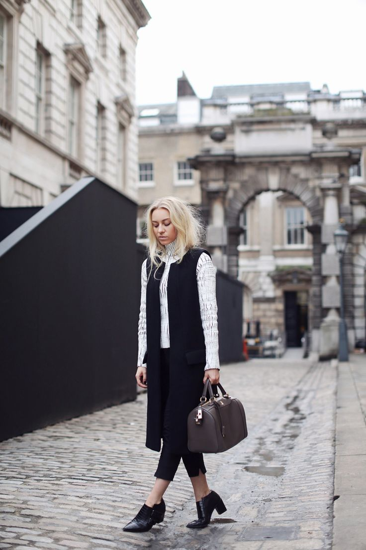 Blogger Sandra Hagelstam from 5 Inch and Up with Marja Kurki handbag. #sandrahagelstam #blogger #style #fashion #bags