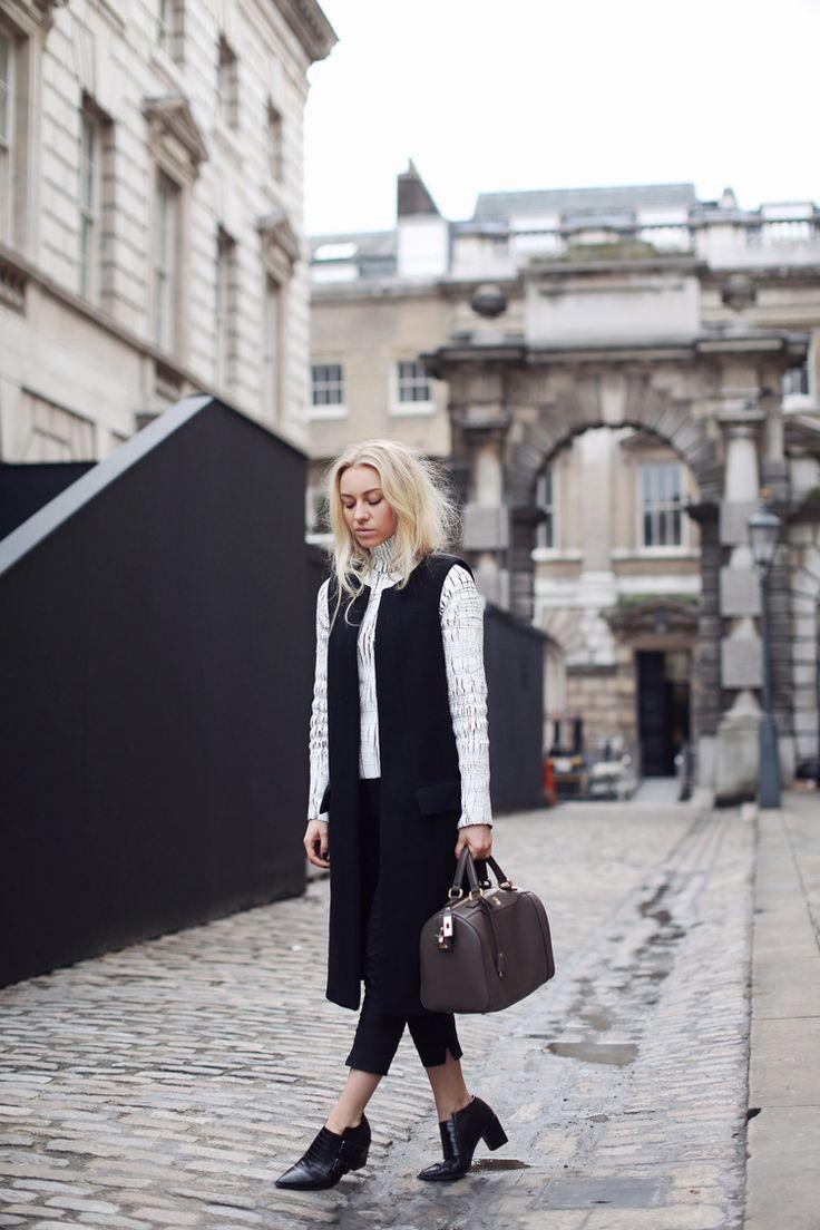 Blogger Sandra Hagelstam from 5 Inch and Up with Marja Kurki handbag. #sandrahagelstam #blogger #style #fashion #bags