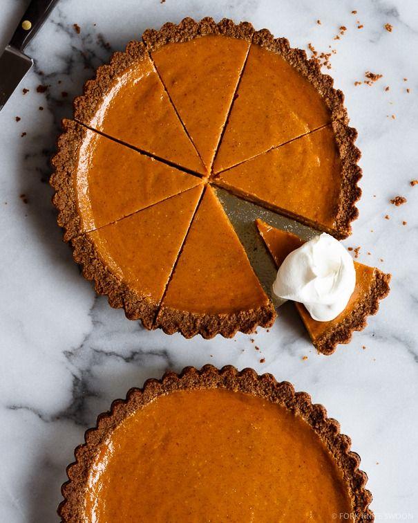 Creamy Gingersnap Pumpkin Pie | @forkknifeswoon