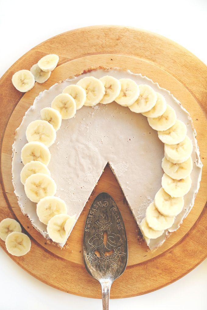 Raw Vegan Banana Cream Pie with a Date-Walnut Crust! minimalistbaker.com...just beautiful...use maple syrup vs. agave and use almonds if you are allergic to cashews! A decadent treat!