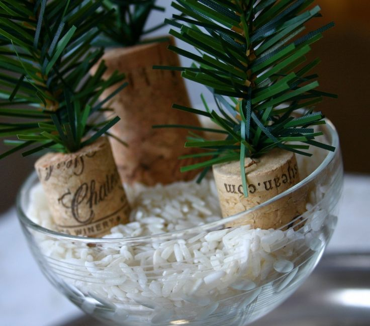 tiny christmas trees from artificial garland and wine corks...: Holiday, Christmas Crafts, Wine Corks, Time, Tiny Trees, Christmas Trees, Diy