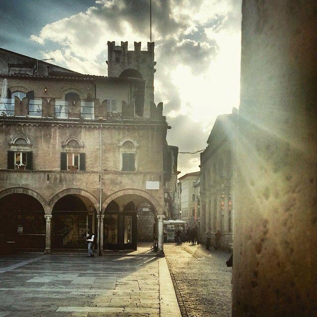 Goodmorning guys  Buon 1 maggio  #1maggio #ascolipiceno #ascolidavivere #buonprimomaggio #piazza #art #arte  (presso Ascoli Piceno)