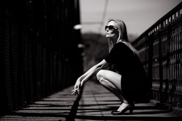 Waiting on the bridge... - Shooting with Petra