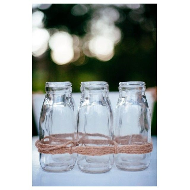 6 milk bottles tied together make the perfect vase for your event. #willowandvine #events #milkbottlejars #party #prophire #photoshoot #vases #vintage #flowers #eventdecor #styling