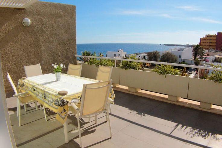Description: Grote moderne appartementen met 2 en 3 slaapkamers in een pittoresk vissersdorp vlakbij het strand  In het centrum van het vissersdorp tussen de locals De ruime appartementen Sol del Poris zijn de perfecte vakantiestek voor gezinnen of een gezellig groepje vrienden die van plan zijn zo veel mogelijk de ziel van Tenerife bloot te leggen. In het charmante kustplaatsje Poris de Abona waar de omgeving rustig en relaxed is is het prima vertoeven. Te midden van de lokale bevolking je…