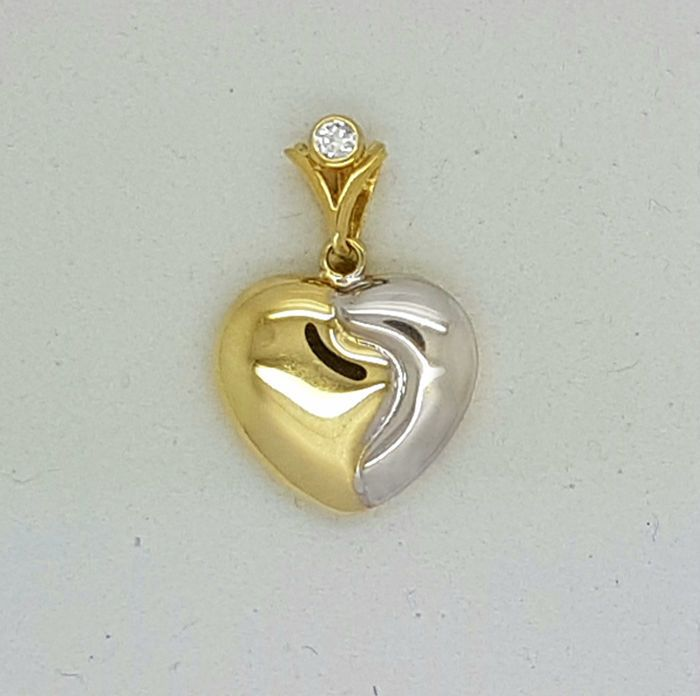 Currently at the #Catawiki auctions: 14kt - bicolour Love heart pendant