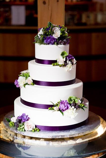 Boro Creative Visions: Annette und Jordan, Zorvino Vineyards, NH Wedding   – Braut Hochzeitstorten