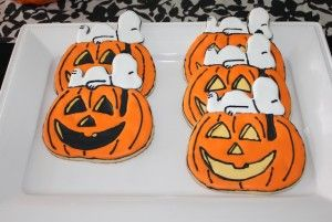 Snoopy & The Great Pumpkin cookies, Snoopy Halloween cookies, Charlie Brown Halloween, It's The Great Pumpkin Charlie Brown, Snoopy Cookies
