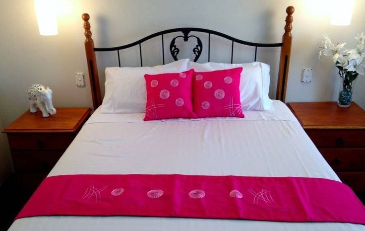 Cotton Cushion Cover x2  Bed  Runner - Pink Daisy Flower $38.90