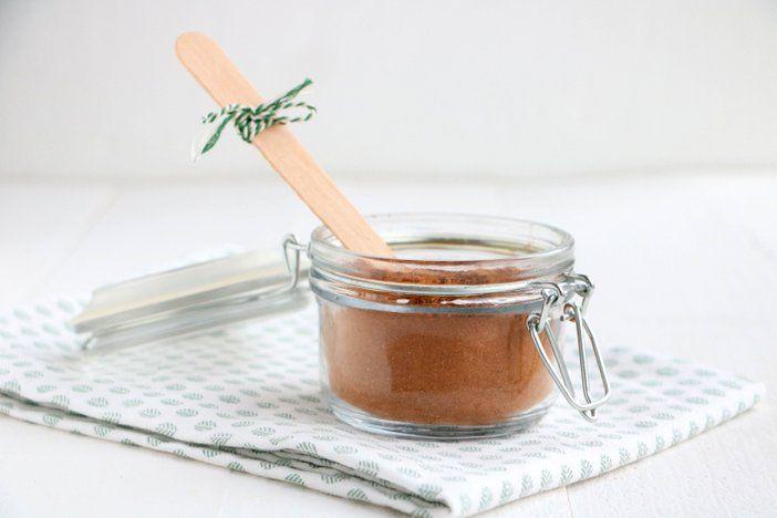 Zelf speculaaskruiden maken is heel eenvoudig. Check je kruidenla en maak zelf de speculaaskruidenmix. Je grijpt nooit meer mis. En recepten om met ...