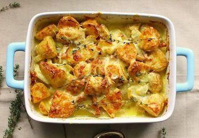 Tartiflette-Fırında Peynirli Patates, Fransız mutfağının bilindik tariflerinden. Patates, pastırma ve peynirin fırında güzelce pişmesiyle oluşan tarif şöyle