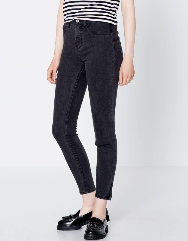 Skinny fit jeans with zip at hem - Jeans - Oděvy - Ženy - PULL&BEAR Czech Republic
