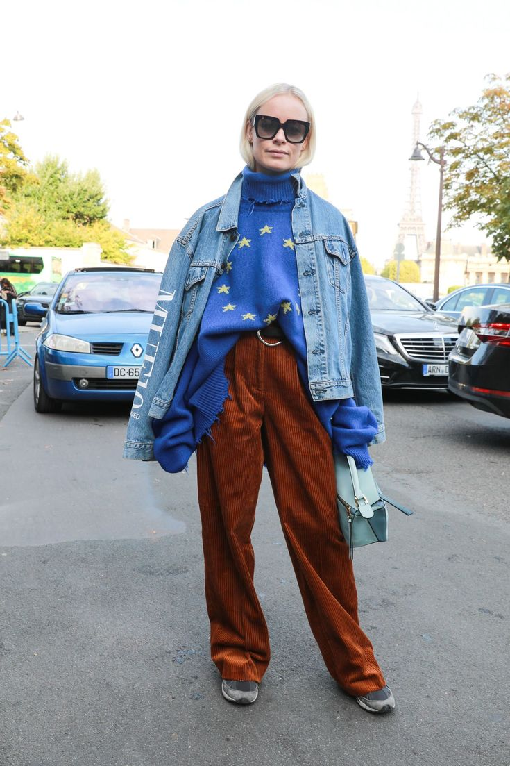 Beautiful outfit seen at this years fashion week. The straight leg mustard trousers, combined with the oversized denim jacket makes a great ensemble