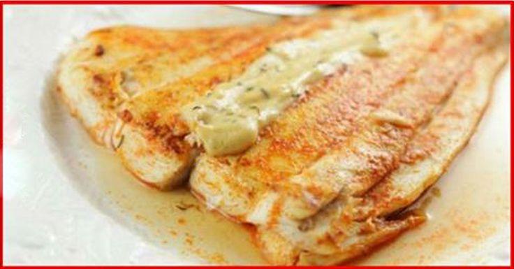 Peștele la cuptor este un deliciu fascinant, mai ales dacă este pregătit cu maximă atenție. Deseori fiind prea ocupați sau grăbiți pentru a prepara o cină de familie, mereu suntem în căutarea unor rețete pe cât se poate de simple. Vă prezentăm mai jos o rețetă de macrou delicios la cuptor, ce vă va salva din orice situație. Acesta se prepară uimitor de simplu și rapid, iar în rezultat obțineți cel mai fin, moale, aromat și suculent pește copt. Bucurați-i pe cei dragi cu o cină perfectă…
