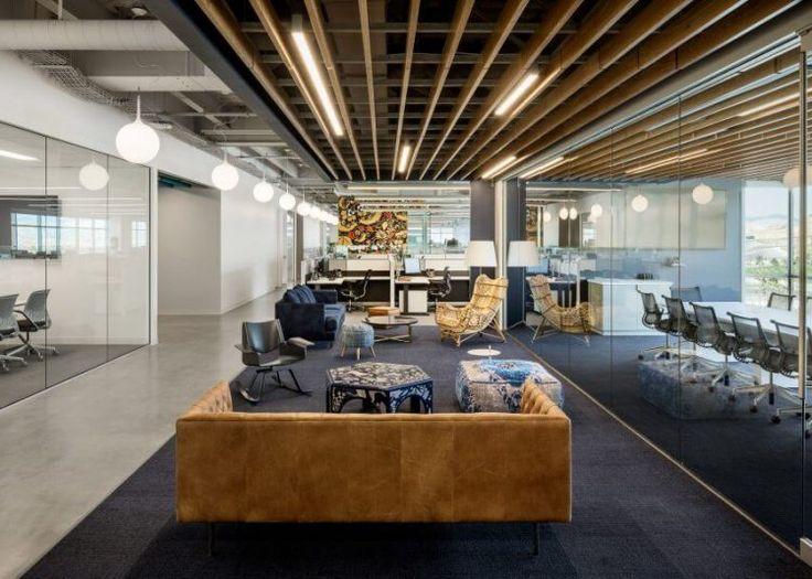 Штаб-квартира для компании Ancestry была спроектирована студией Rapt Studio в центральной части штата Юта, США