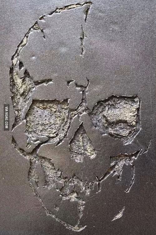 Just some crack art... Art crack? Art made of cracks?cracks that form art stuff? Anyway it looks cool. - 9GAG
