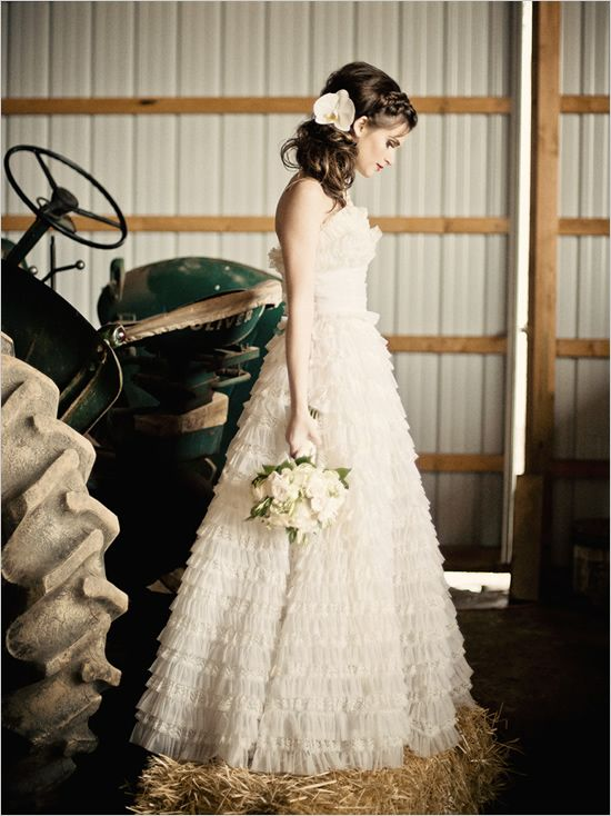 Incredible vintage inspired Bridal Session #bridal #wedding #vintage