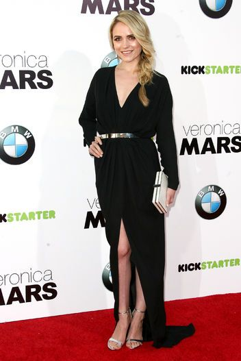Veronica Mars premieres in Los Angeles and Amanda Noret rocks Antonini with a stunning look styled by Adena Rohatiner
