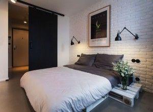 Bedroom - parete mattoni e lampade al muro
