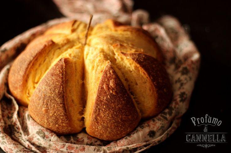 - Pane alla zucca a forma di #zucca!