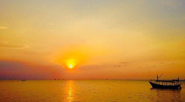 @tiffanardian - Kirana senja jingga.  #ayokekarimunjawa #visitjepara #jatenggayeng #pesonaindonesia #explorenusantara