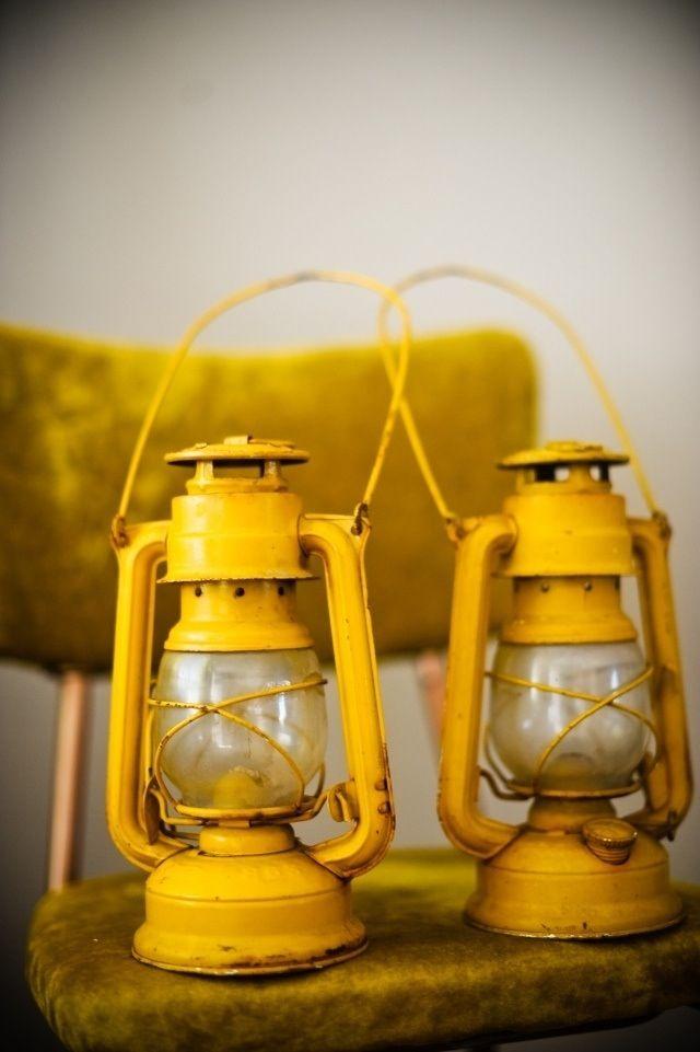 Farol vintage amarillo