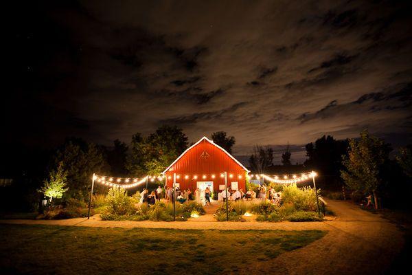 Outdoor wedding tables: Barns Lights, Dreams, Trav'Lin Lights, Barns Wedding Decor Ideas Jpg, Barn Weddings, Barns Parts, Barnyard Wedding, Red Barns, Barns Dance