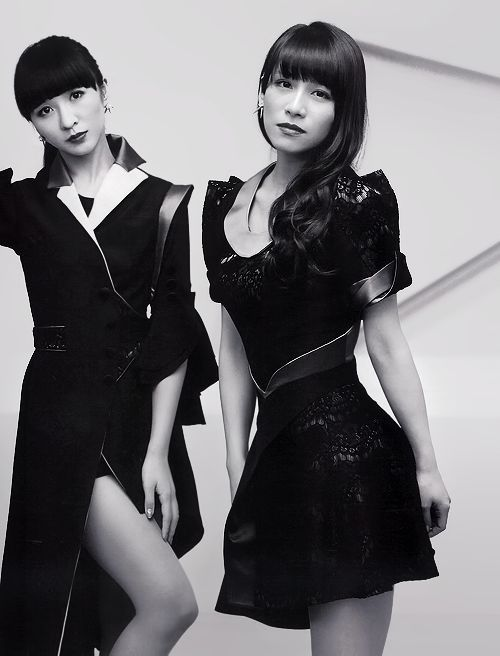 Kashiyuka and A~chan in the December 2013 issue of Ongaku to...