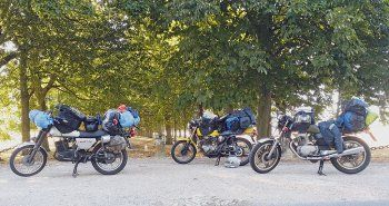 Es muss wirklich nicht der neueste Tourer oder die fette Reiseenduro sein, um auf zwei Rädern im Urlaub Spaß zu haben. Markus und seine Kumpel gingen oldschool-mäßig mit ETZ 250, CJ 250 und CB 400 auf Frankreich-Fahrt ...