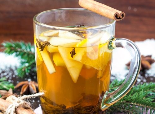 Hacer un té medicinal a base de manzana, canela, anís y clavo - Mejor Con Salud