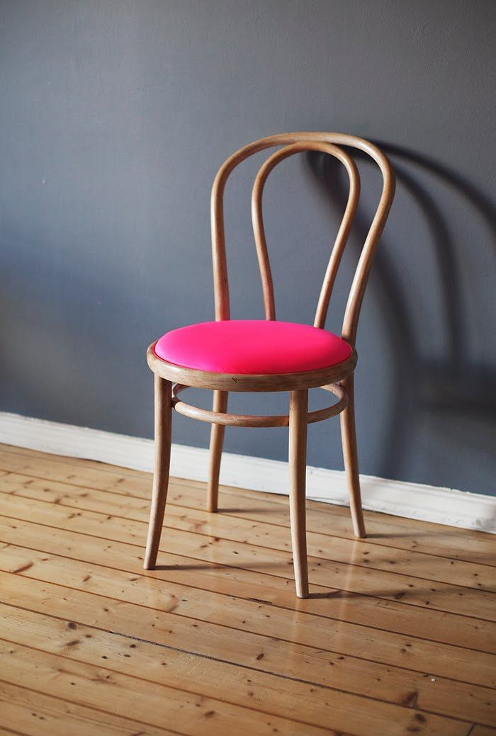 Thonet in hot pink from suvi sur le vif
