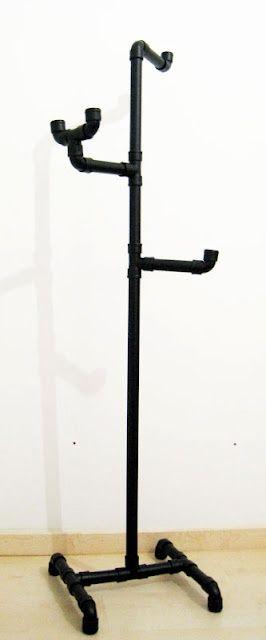 Cabideiro feito com tubos de pvc