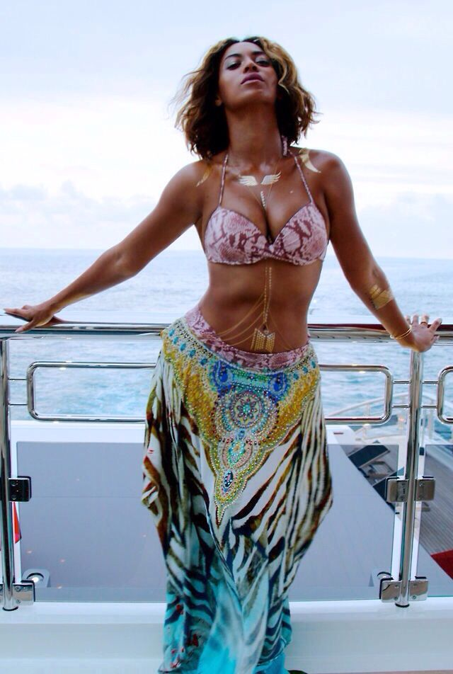 Beyonce France Vacation 2014 Sexy women in Sexy Lingerie and Bikini's