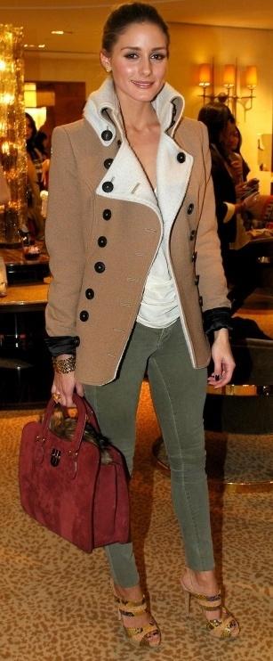 Olivia: Perfect fall ensemble. -adorei a produção e a sandália demais!!!