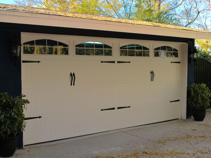 36 Best Dyers Non Traditionaltraditional Style Garage Doors Images