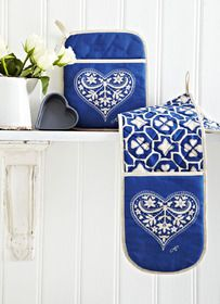 China Blue Kitchen Textiles oven glove from Jan Constantine