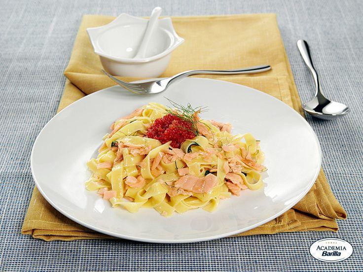 Fettuccine all'Uovo con salmone affumicato e aneto