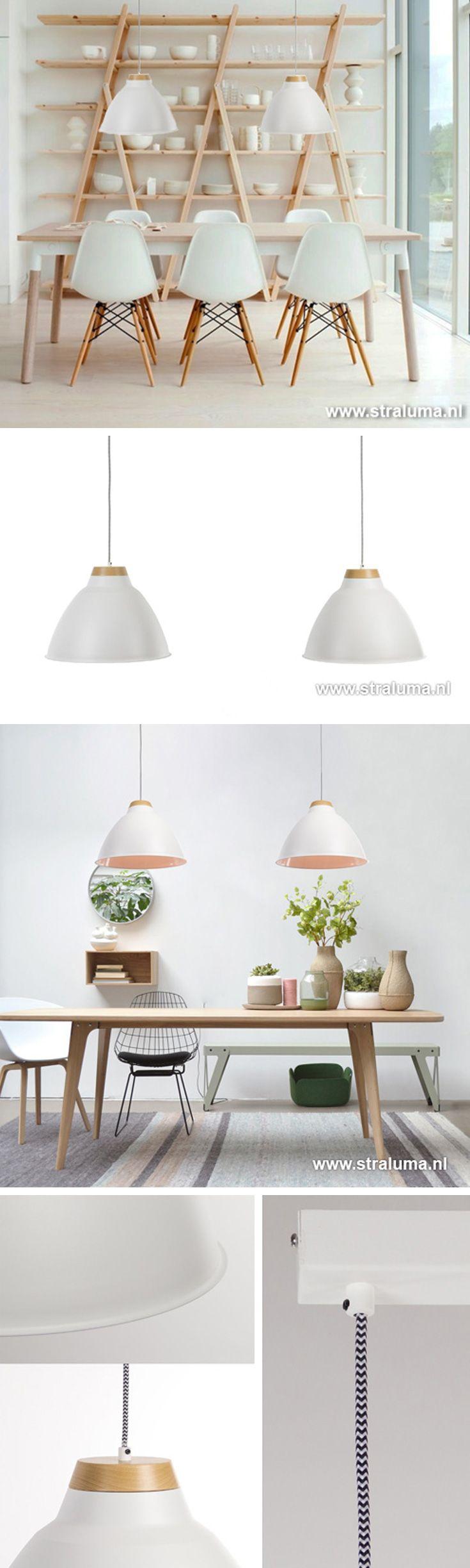 Heel populair zijn twee lampen boven de eettafel. Dit maakt de twee-lichts hanglamp de ideale lamp boven de eettafel. In de komende dagen enkele hele mooie exemplaren.  We beginnen direct goed met een topper! Deze prachtige lamp heeft aan de bovenzijde een mooi detail van echt hout, is mat wit en werkelijk een plaatje ... toch?  12480070